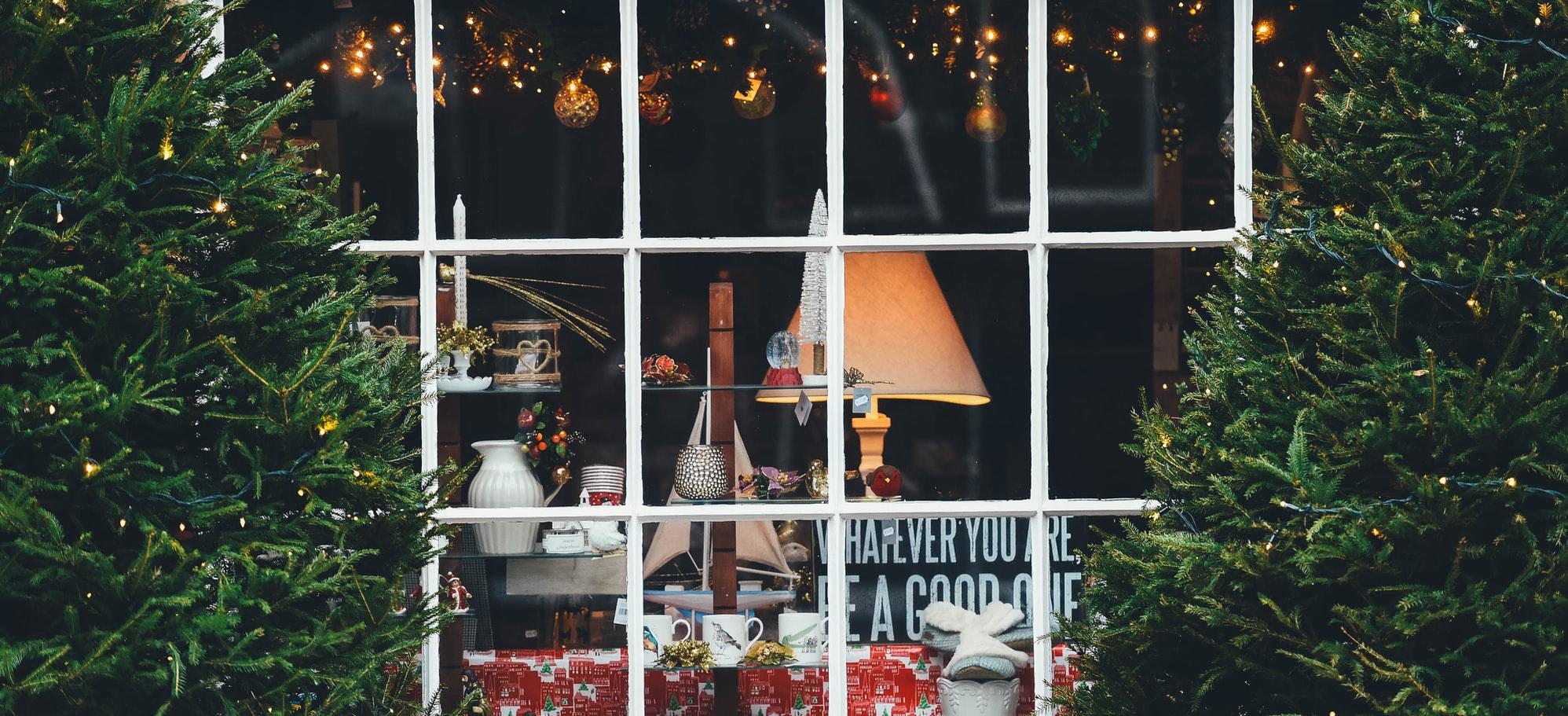 5 Dinge, um dich auf das Weihnachtsshopping vorzubereiten_Schaufenster