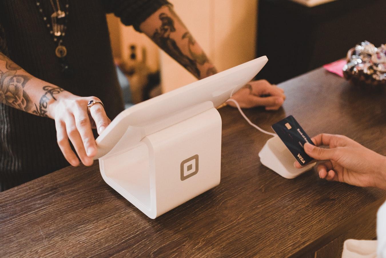 8 Möglichkeiten, wie kleine Unternehmen von Weihnachten 2020 profitieren können_Kreditkarte