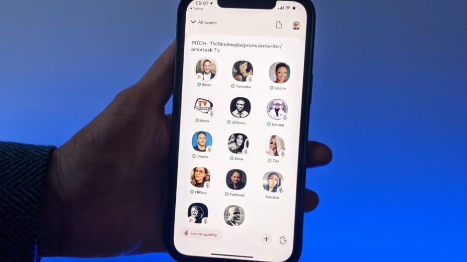 Social-App Clubhouse- Was ist die App und warum wird sie so gehypt_Phone