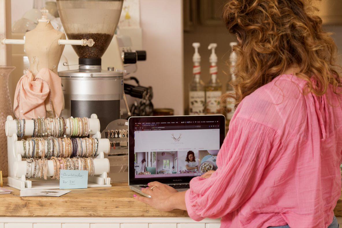 Einfach Rosa Meine Website muss genauso einladend sein wie mein Café_Website