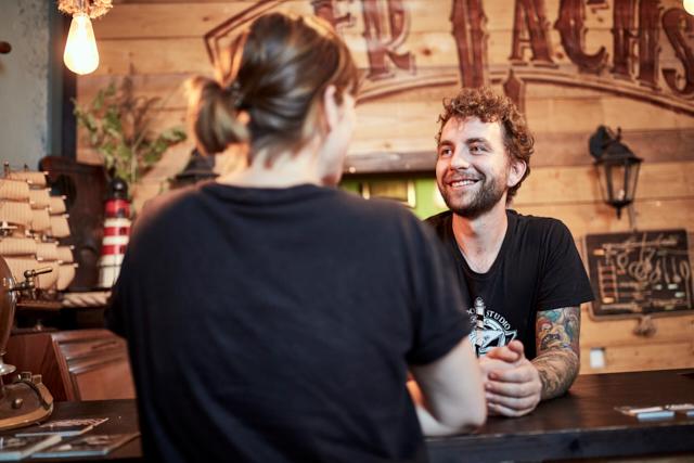 Tattoostudio Der Lachs Kunst, die unter die Haut geht Kunden