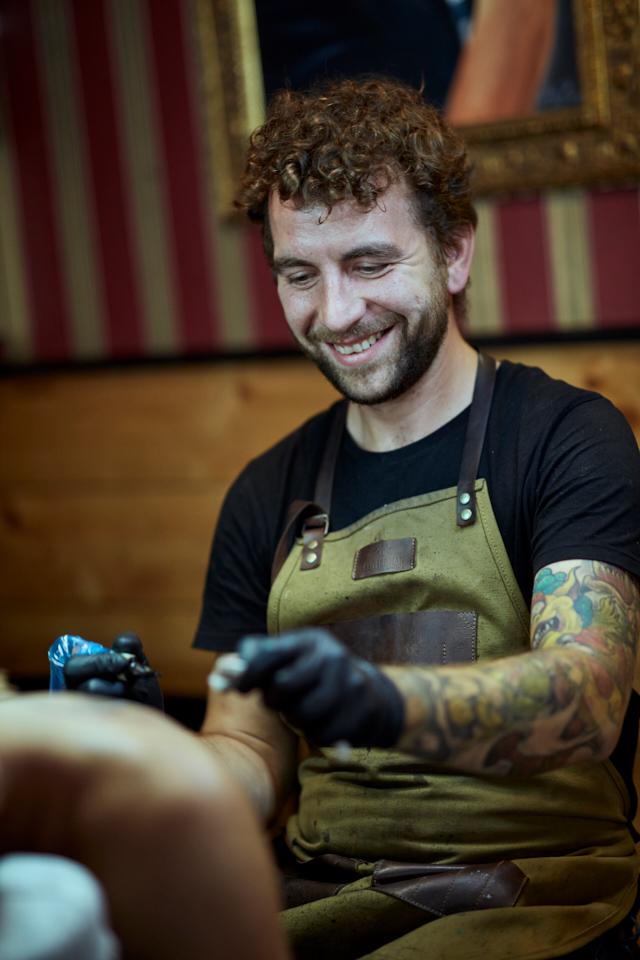 Tattoostudio Der Lachs Kunst, die unter die Haut geht Handwerk