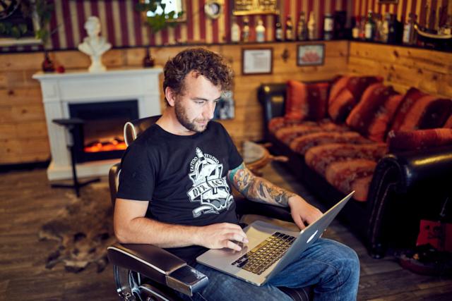 Tattoostudio Der Lachs Kunst, die unter die Haut geht Laptop