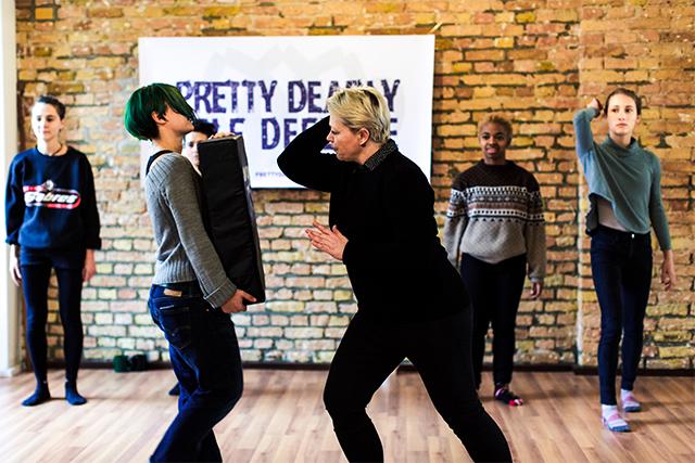 Pretty Deadly: Berliner Powerfrauen für Frauenpower Selbstverteidigung