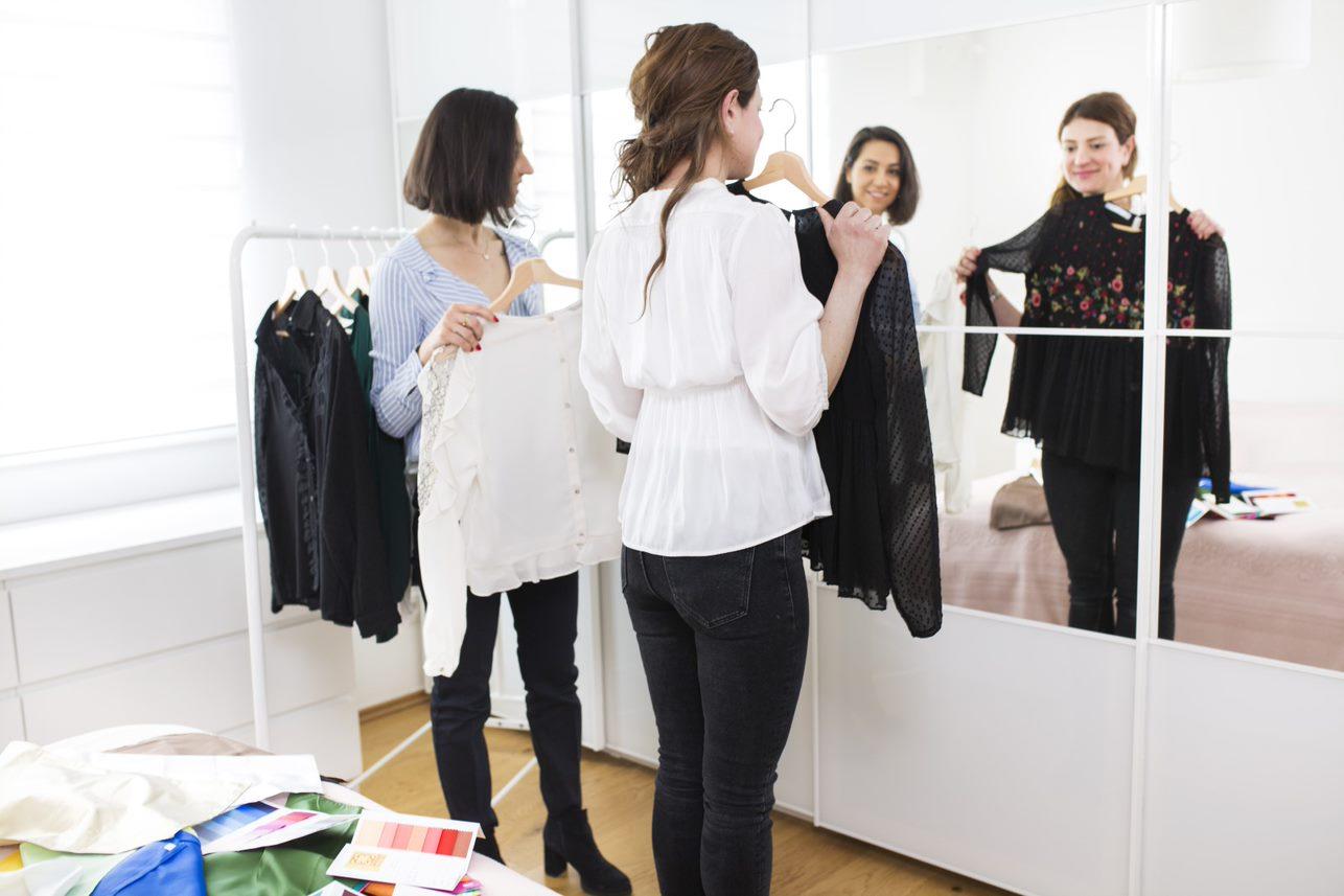 Textile-Me, oder- eine Frau, die bei allen Stilrichtungen hilft_Anprobe