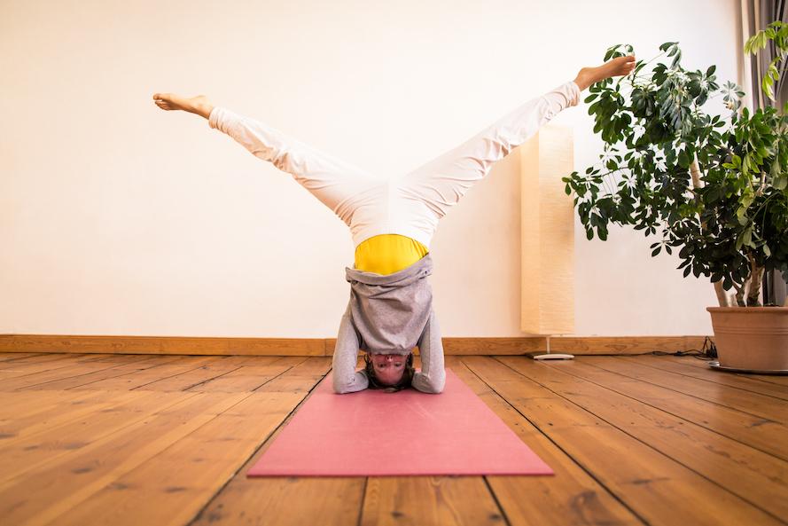 Vital mit Yoga- Das ist Yoga mit all seinen Facetten Handstand
