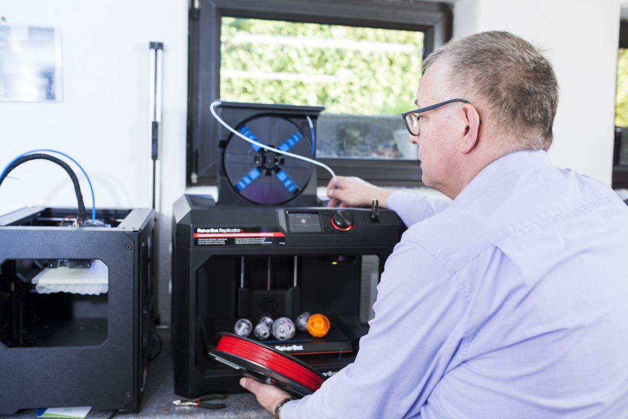 Ypsillon- Mit GoDaddy verwirklicht sich der 3D-Druck-Pionier selbst Kugel