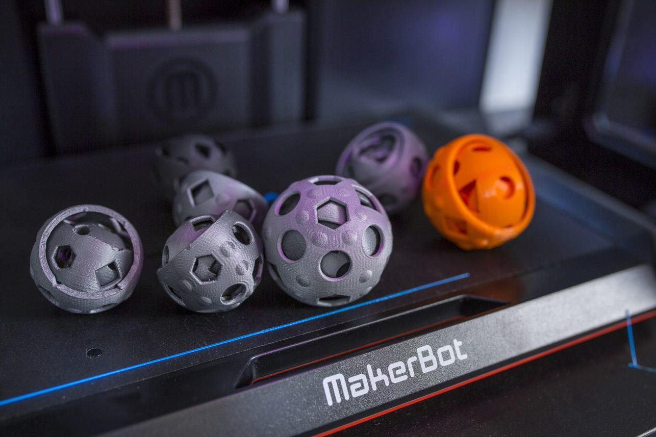 Ypsillon- Mit GoDaddy verwirklicht sich der 3D-Druck-Pionier selbst Kugeln